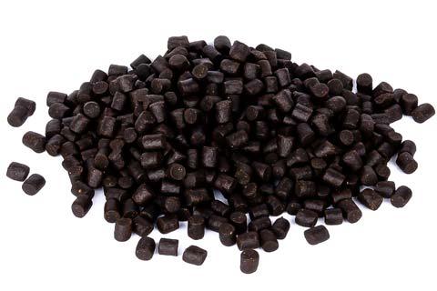 Nahaufnahme der dunklen Stör Futter Pellets 6mm