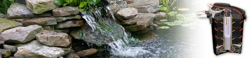 ein kleiner Wasserfall am Teich wird durch einen Druckfilter mit Wasser versorgt