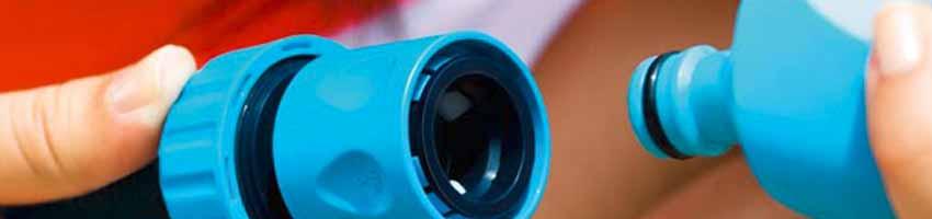 ein Schlauch Stecksystem im Einsatz, Kupplung und Muffe verbinden sich